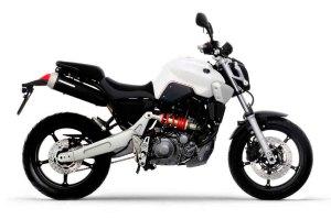 ¡Con estas motos que se hacen hoy en día qué importa cómo sea el vídeo! ¡todos los ángulos son dignos del Óscar! Preciosa MT-02 limitable