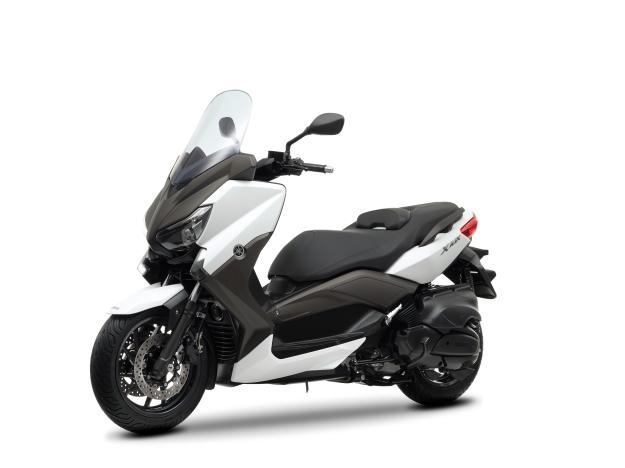 De una estética moderna y afilada y un tamaño contenido se convierte con su aparición en una de las más completas scooters del mercado
