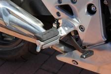 Éste es para mí un fallo en una moto de concepto deportivo como es la CB. También la holgura del puño.