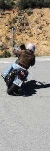 Tocando con la estribera en la Yamaha XV 950 R