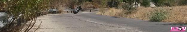 Moto Suzuki lejos