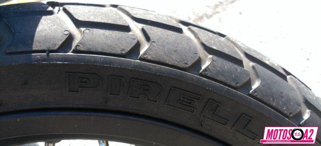 Este neumático agarra bien para ser un neumático mixto
