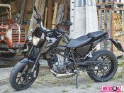 El diseño que estrena trae el eco de las Duke y define la nueva línea que también adoptará la 800cc.